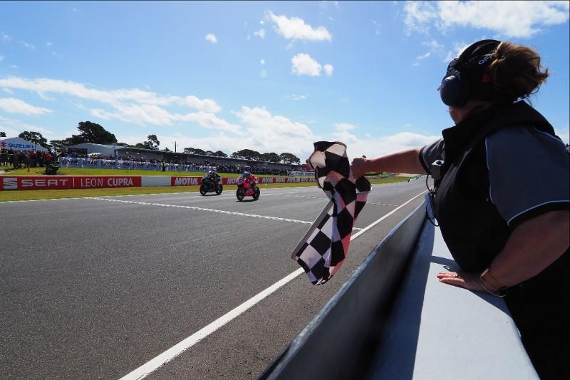 Marco Melandri (Aruba.it Racing - Ducati) took the victory at the line after a stunning final lap
